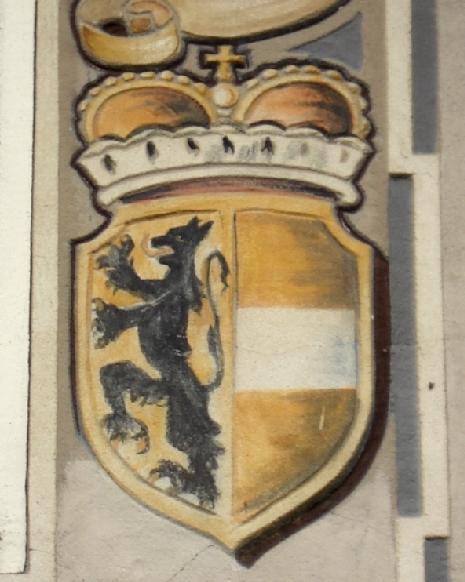 Wappen des Landes Salzburg  an einer Hausfassade in Piding